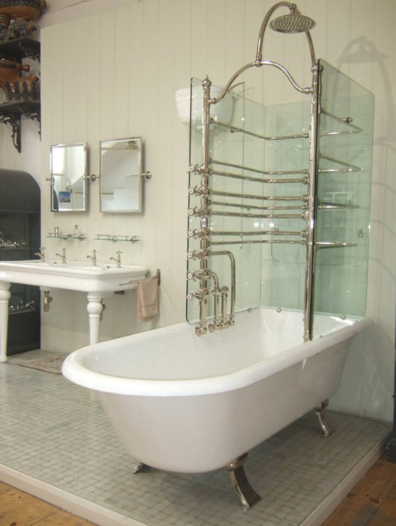 Canopy bathtub with glass screens
