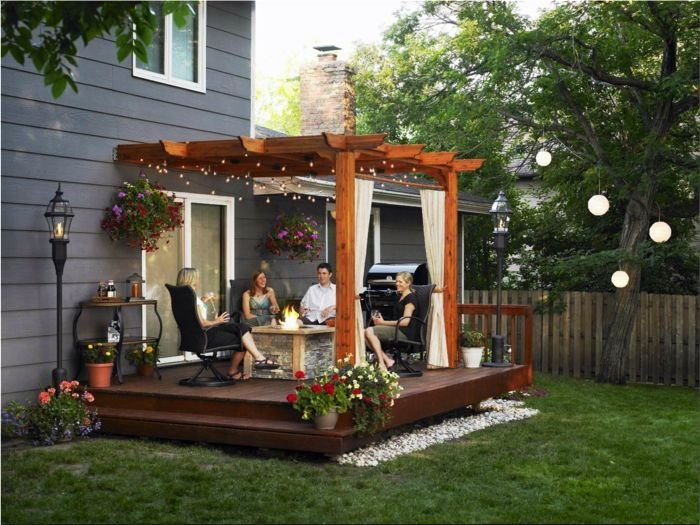 Decorate your pergola with garlands that light up